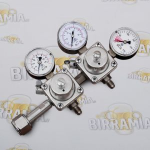 Two-stage CO2 pressure regulator